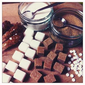 Was ist der Unterschied zwischen Süßstoffen und Zuckeraustauschstoffen?